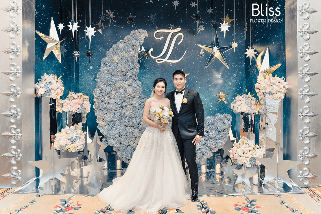 trang trí hoa tươi backdrop tiệc cưới tại park hyatt saigon, bliss flower design, wedding backdrop decor,