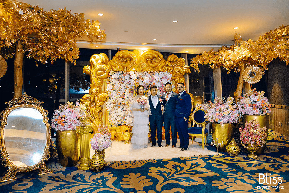 trang trí hoa tươi backdrop tiệc cưới tại the reverie saigon, bliss flower design, wedding backdrop decor,