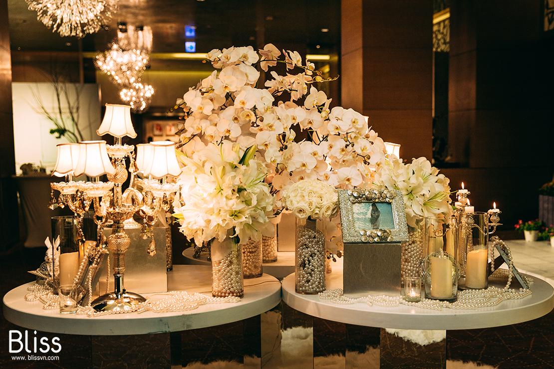 Kết quả hình ảnh cho hoa trang trí lễ cưới hoa lan