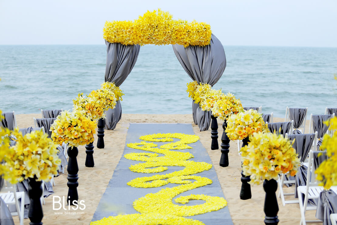 destination beach wedding in vietnam by bliss wedding planner việt nam