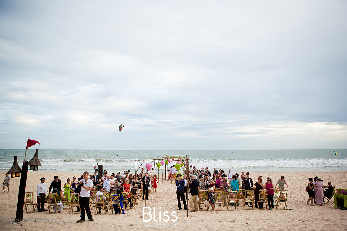 beach wedding ceremony in mui ne vietnam by bliss wedding planner, tiệc cưới bãi biển việt nam,