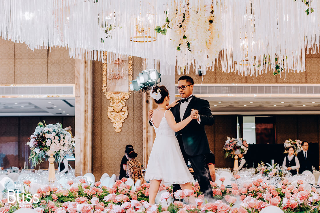 wedding concept fairy tale in the reverie saigon by bliss wedding planner Vietnam