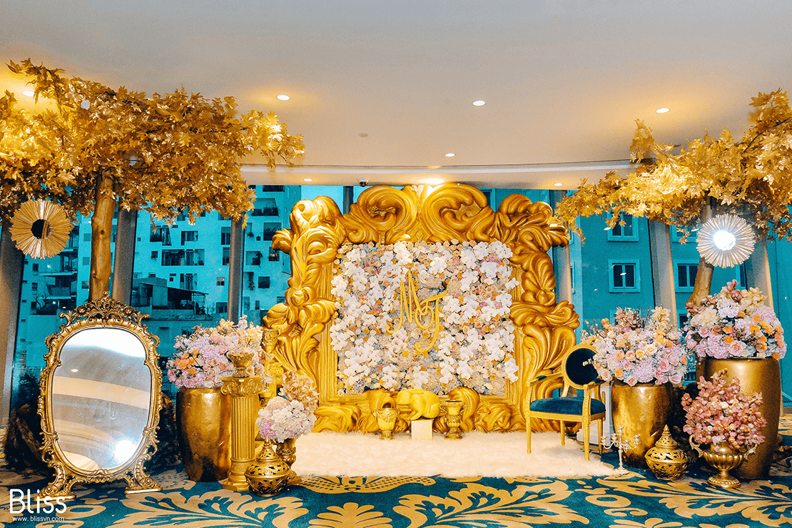 luxury wedding decoration in the reverie saigon vietnam by bliss wedding planner
