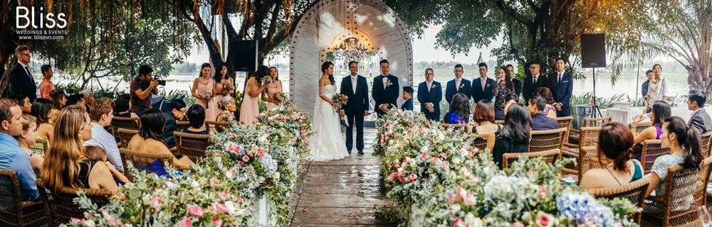 REAL WEDDING: Beautiful Blooming