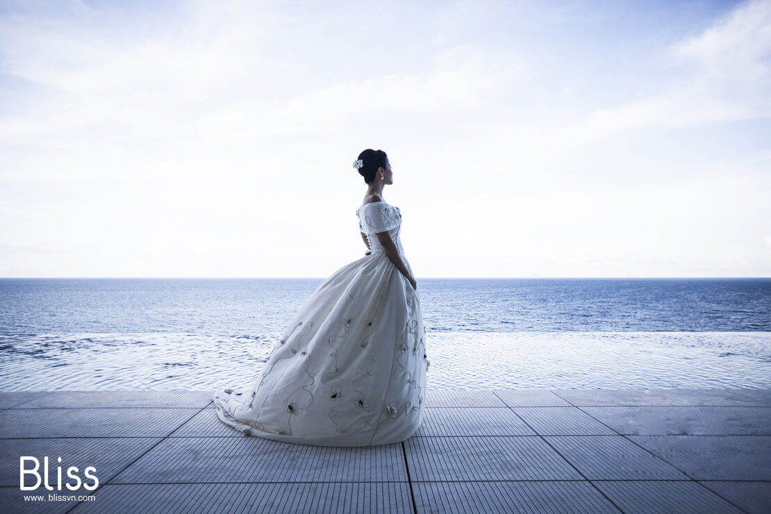 Impressive destination wedding in Ha Long Bay