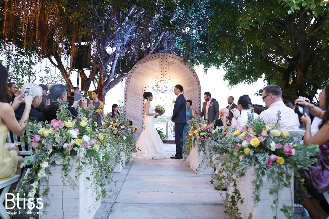 4 wonderful reasons to hold a garden wedding