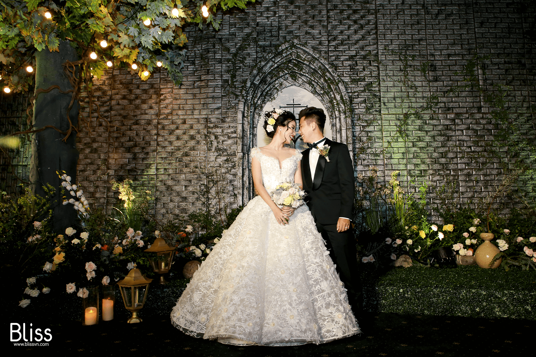 REAL WEDDING: Luxury Echanted Forest Wedding Decoration In Vietnam