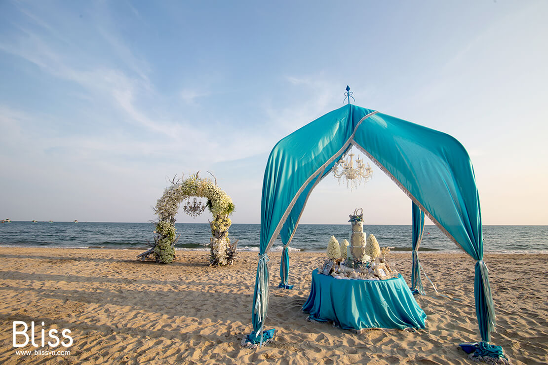 beach wedding in nha trang vietnam